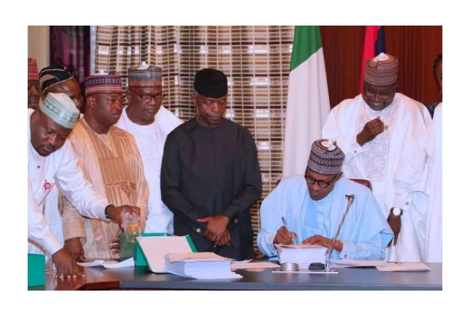 President Buhari Signs 2019 Budget