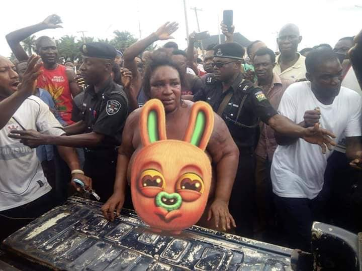 18+ Woman Kidnapper Stripped Naked Caught In Benin - See Photos