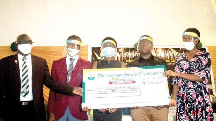 16 UTME Candidates Get Scholarships For their Excellent Performance